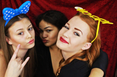 Hire a photo booth for a wedding