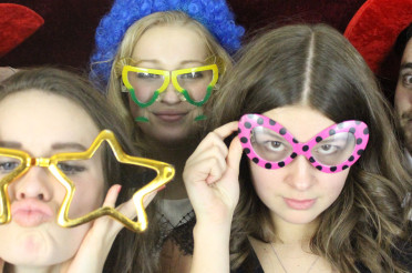 How much does it cost to hire a photo booth?